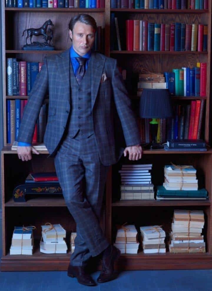 hannibal-lecter-in-his-library