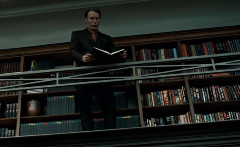 hannibal-lecter-in-his-library1
