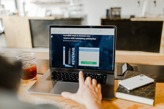 laptop on a table with affiliate marketing website